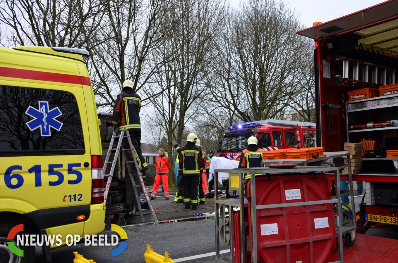 Tankwagen belandt op zijn zijkant Henri Dunantplein Schoonhoven