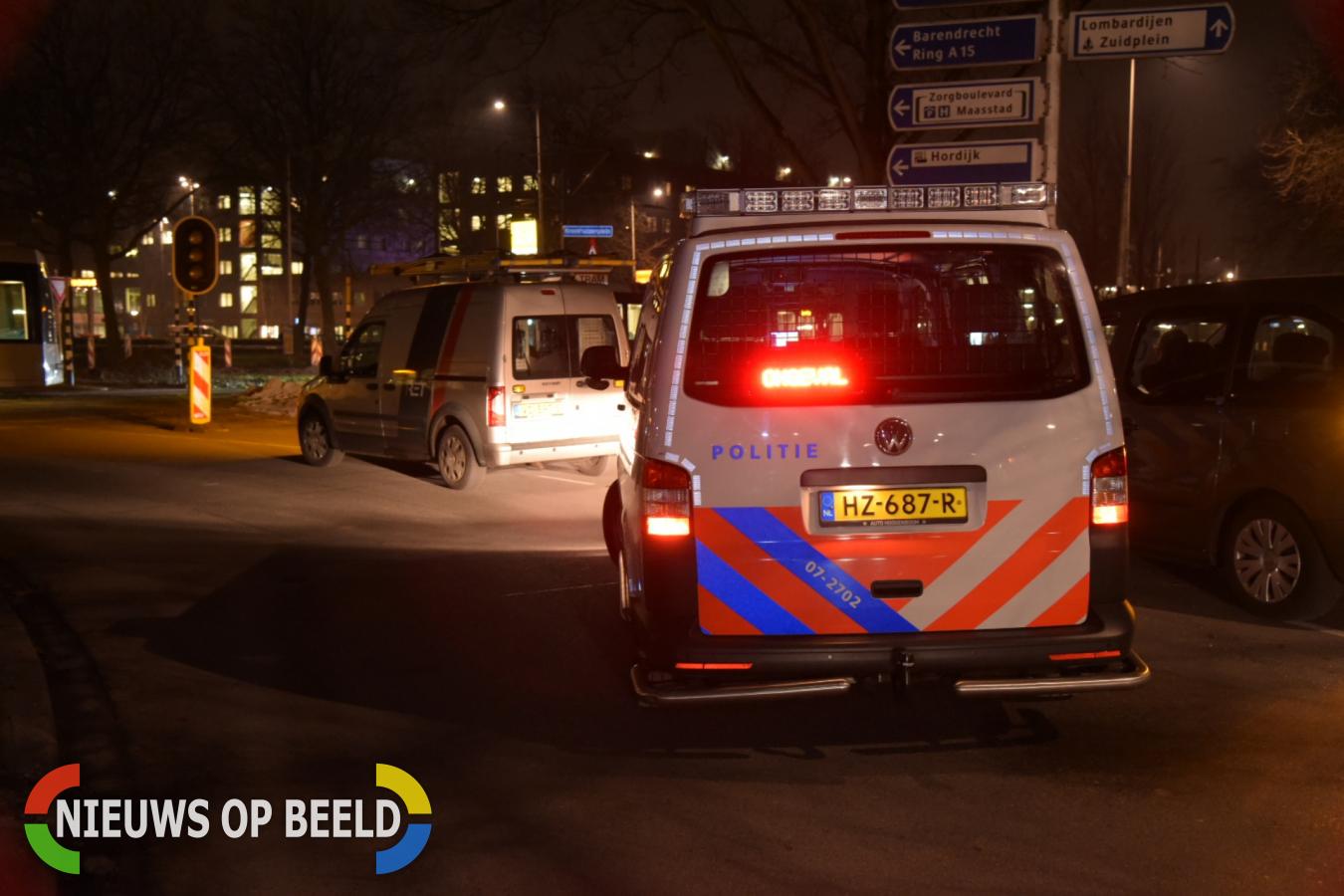 Auto zwaar beschadigd na botsing met tram Kreekhuizenplein Rotterdam