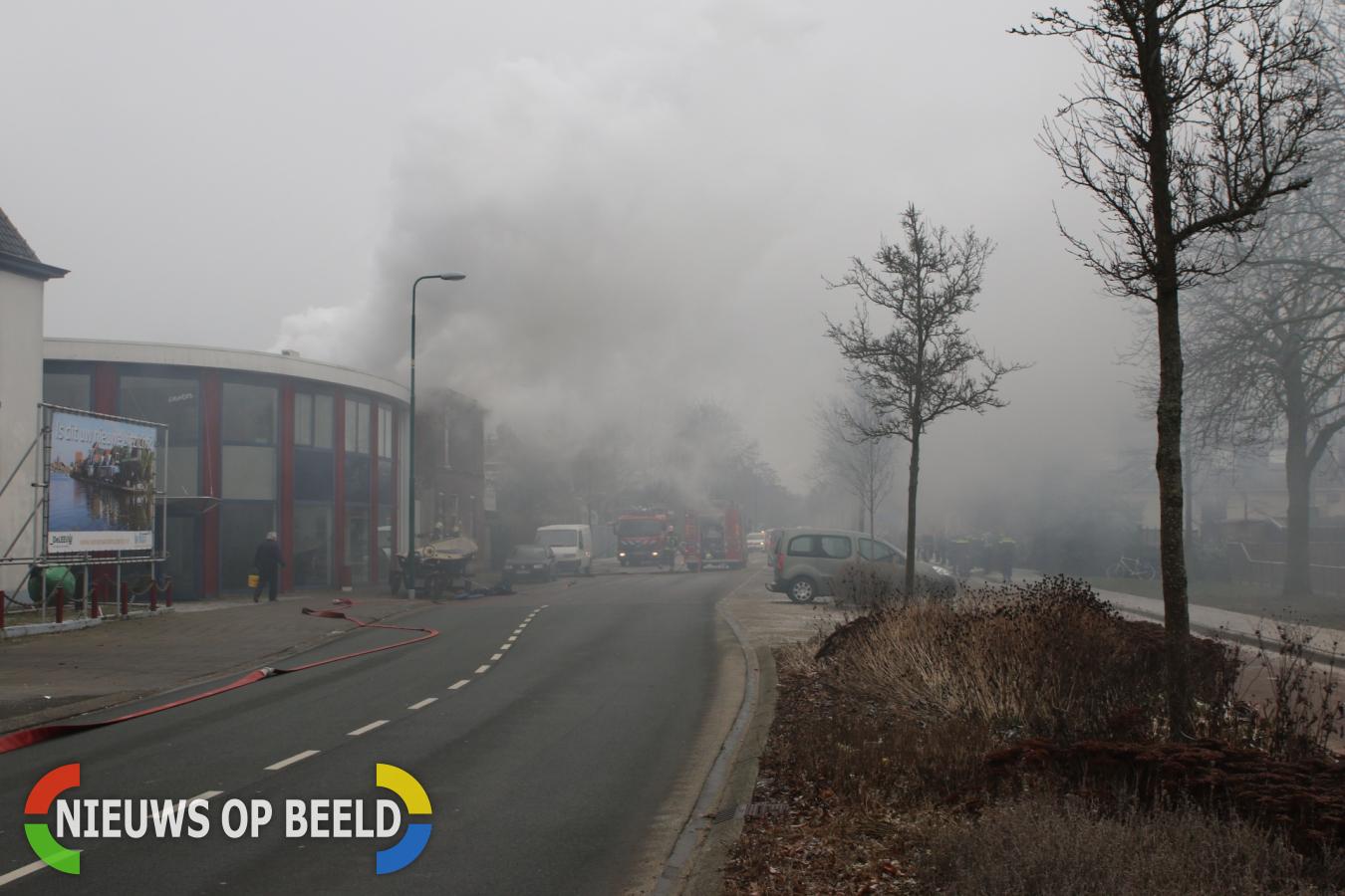 Woning volledig verwoest door uitslaande brand Hoge Rijndijk Zoeterwoude