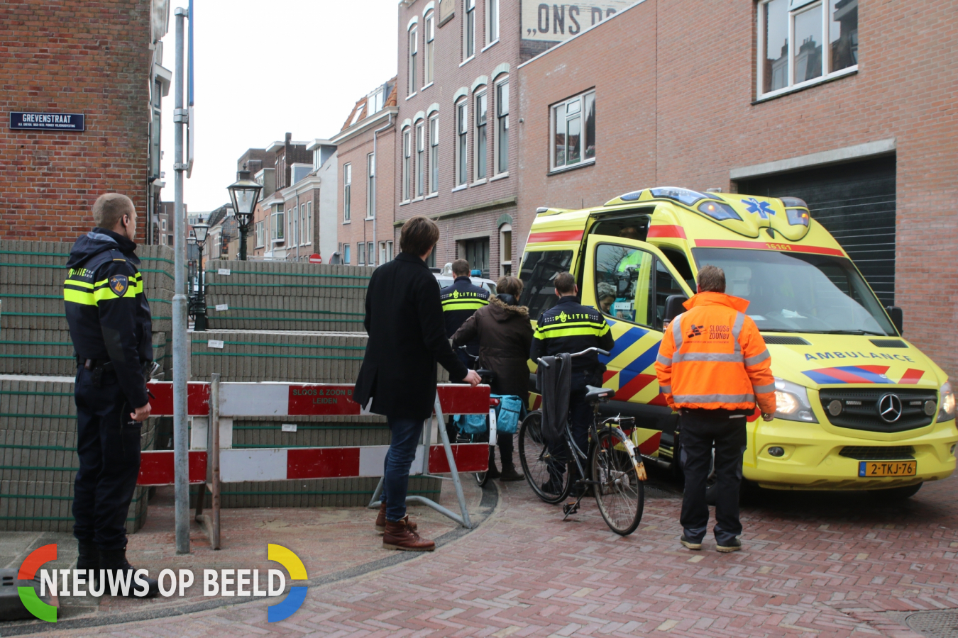 Fietser gewond na botsing met andere fietser Grevenstraat Leiden