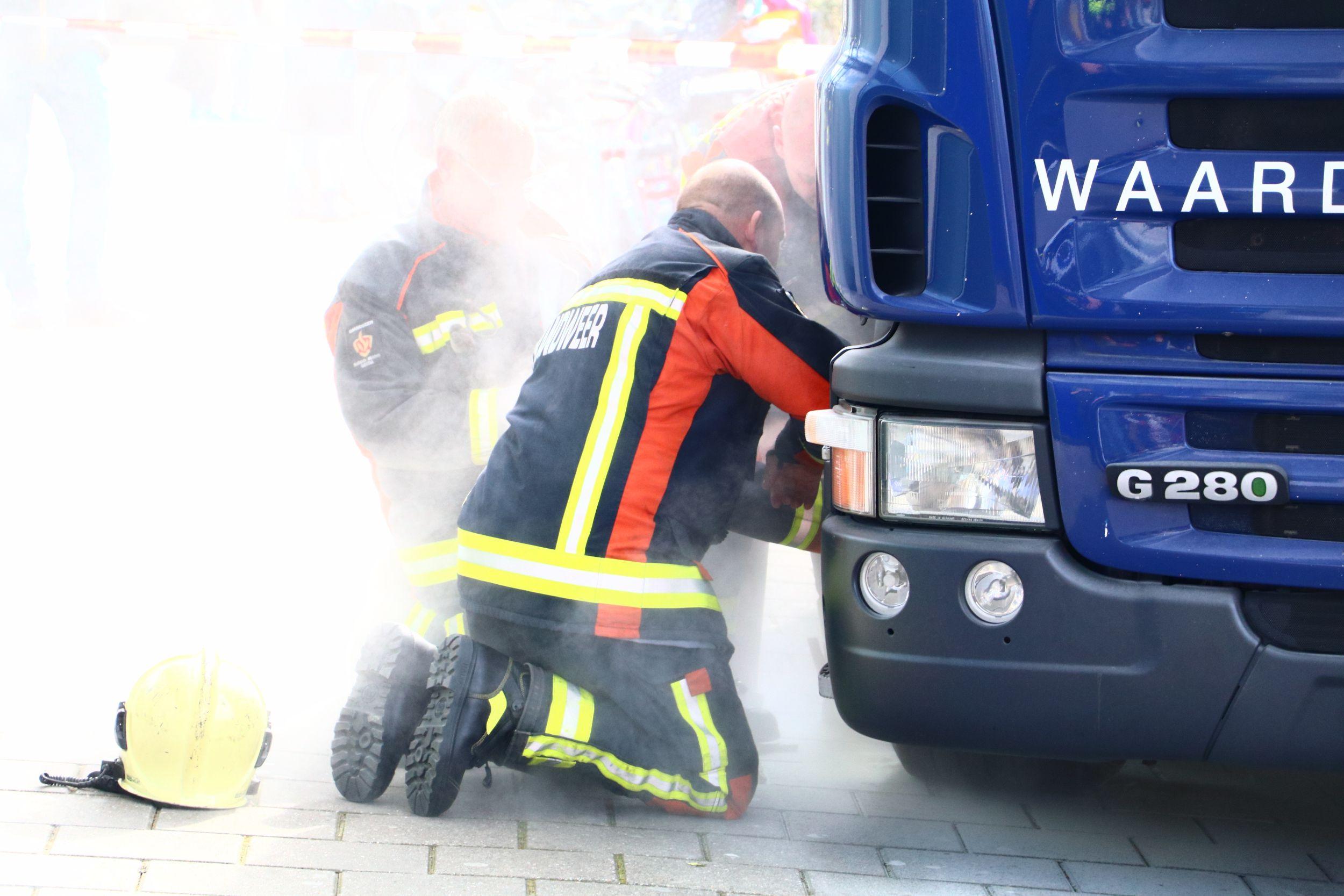 Vastgelopen remmen bij vrachtwagen waardetransport Gildenburg Gouda