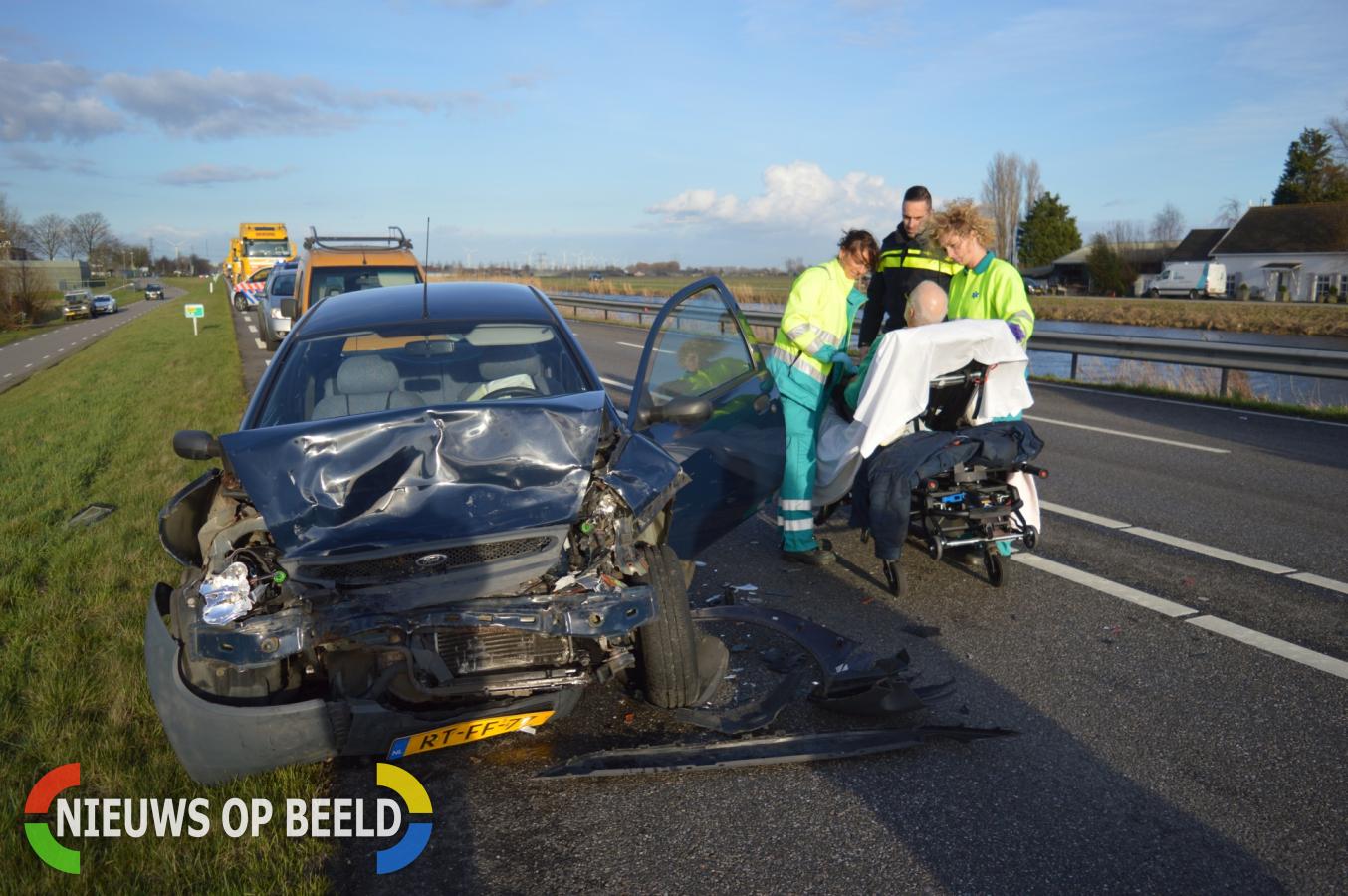 4 auto's zwaar beschadigd bij kop-staart aanrijding Kanaalweg Westzijde – N494 Hellevoetsluis