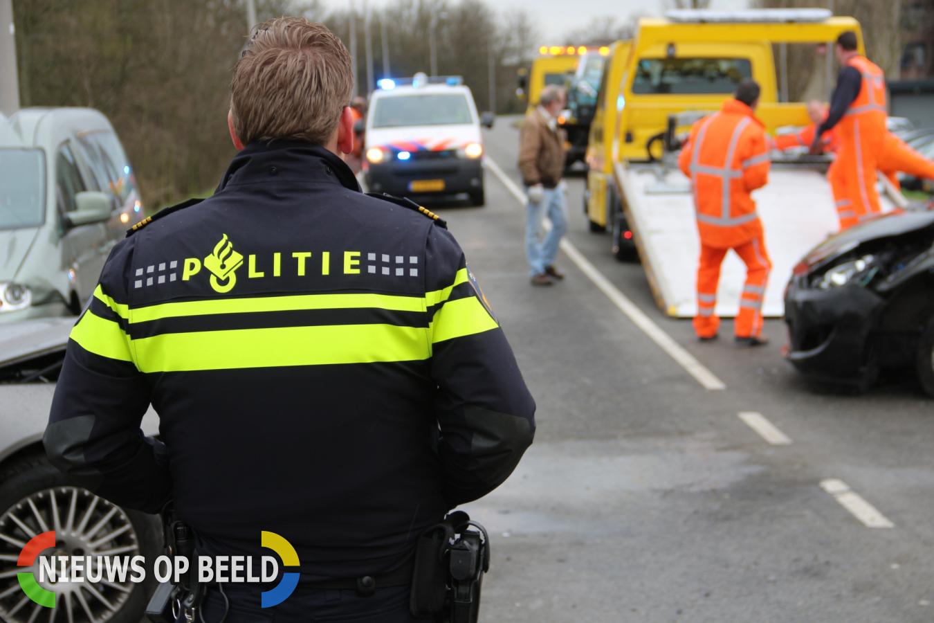 Gewonde bij aanrijding 4 personenauto's Ketensedijk Capelle aan den IJssel