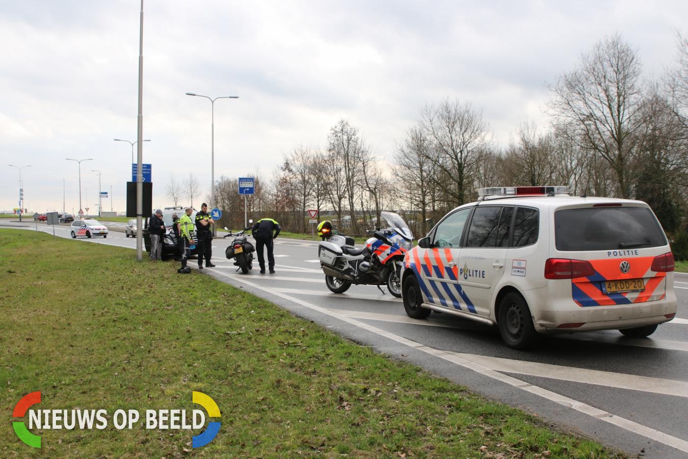 Motorrijder gewond na botsing met taxibusje tijdens invoegen Provincialeweg Leiderdorp