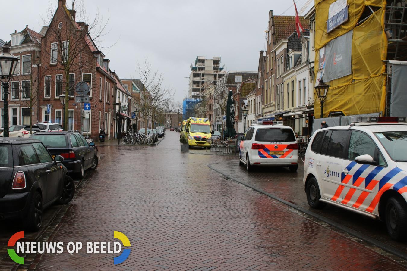 Hulpdiensten massaal gealarmeerd voor voertuig te water, blijkt incident in pand Kaiserstraat Leiden