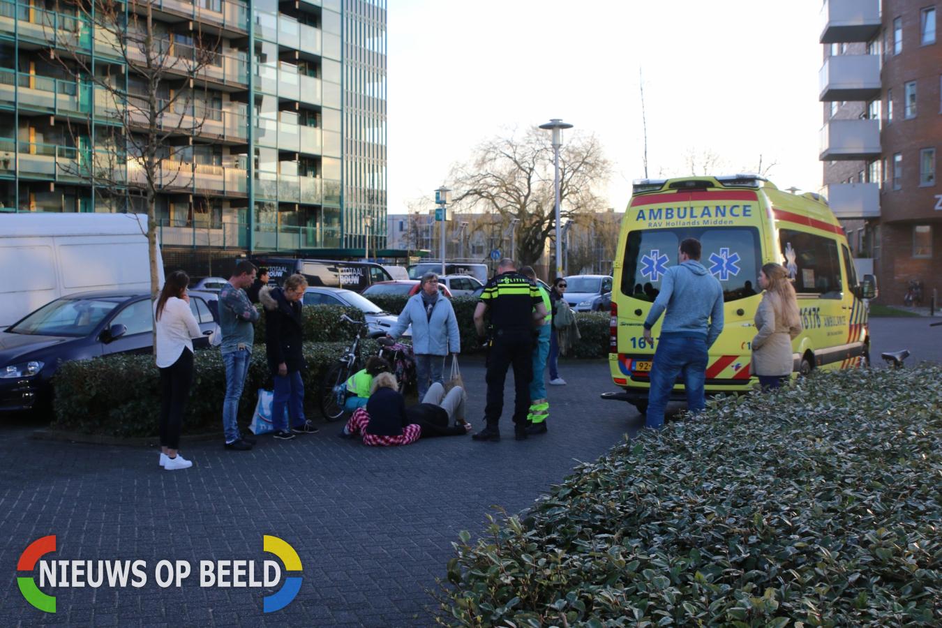 Oudere vrouw op de fiets gewond na botsing met personenauto Bosdreef Leiderdorp