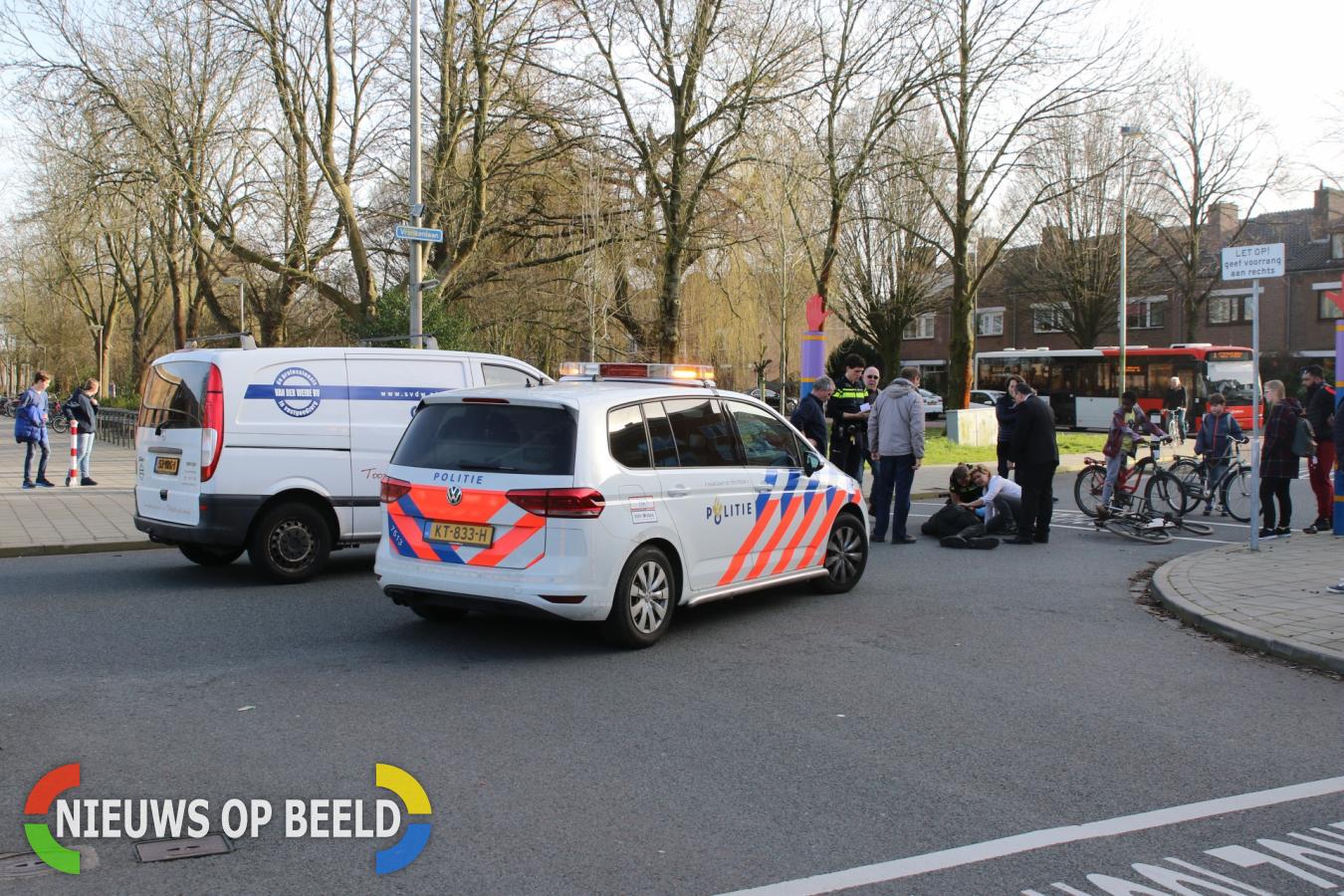 Gewonde bij aanrijding tussen fietser personenauto Vronkenlaan Leiderdorp