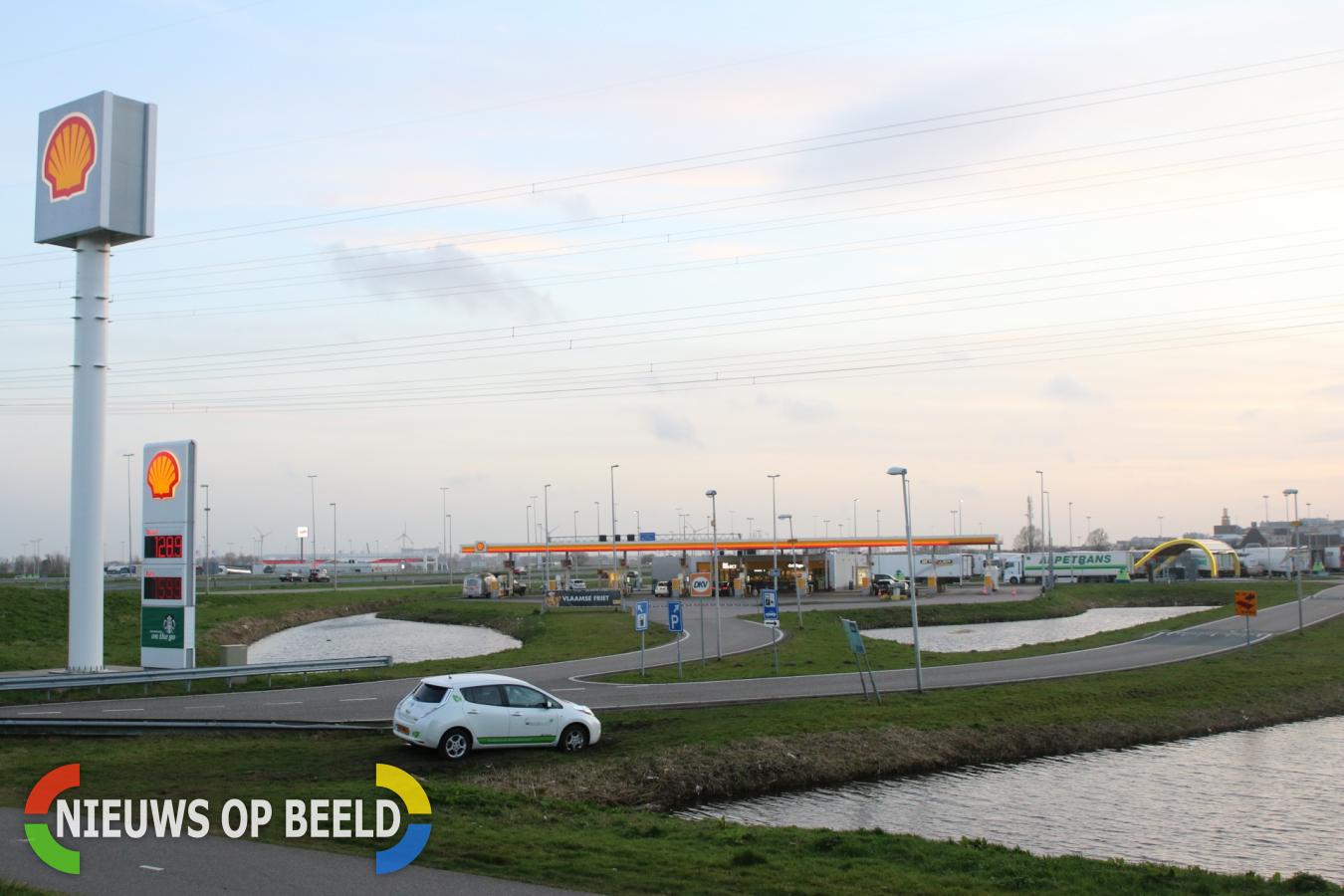 Bestuurder personenauto word gestraft voor rijden over fietspad Rijksweg A4 Leiderdorp