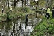 Man springt in sloot om aanhouding te voorkomen Nieuwe Damlaan Schiedam