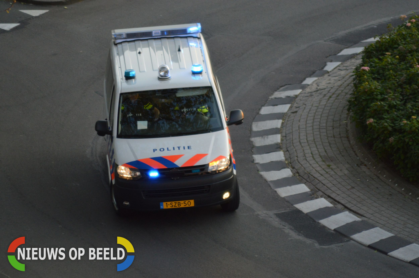 Twee politiewagens geramd bij achtervolging, inbrekers ontkomen