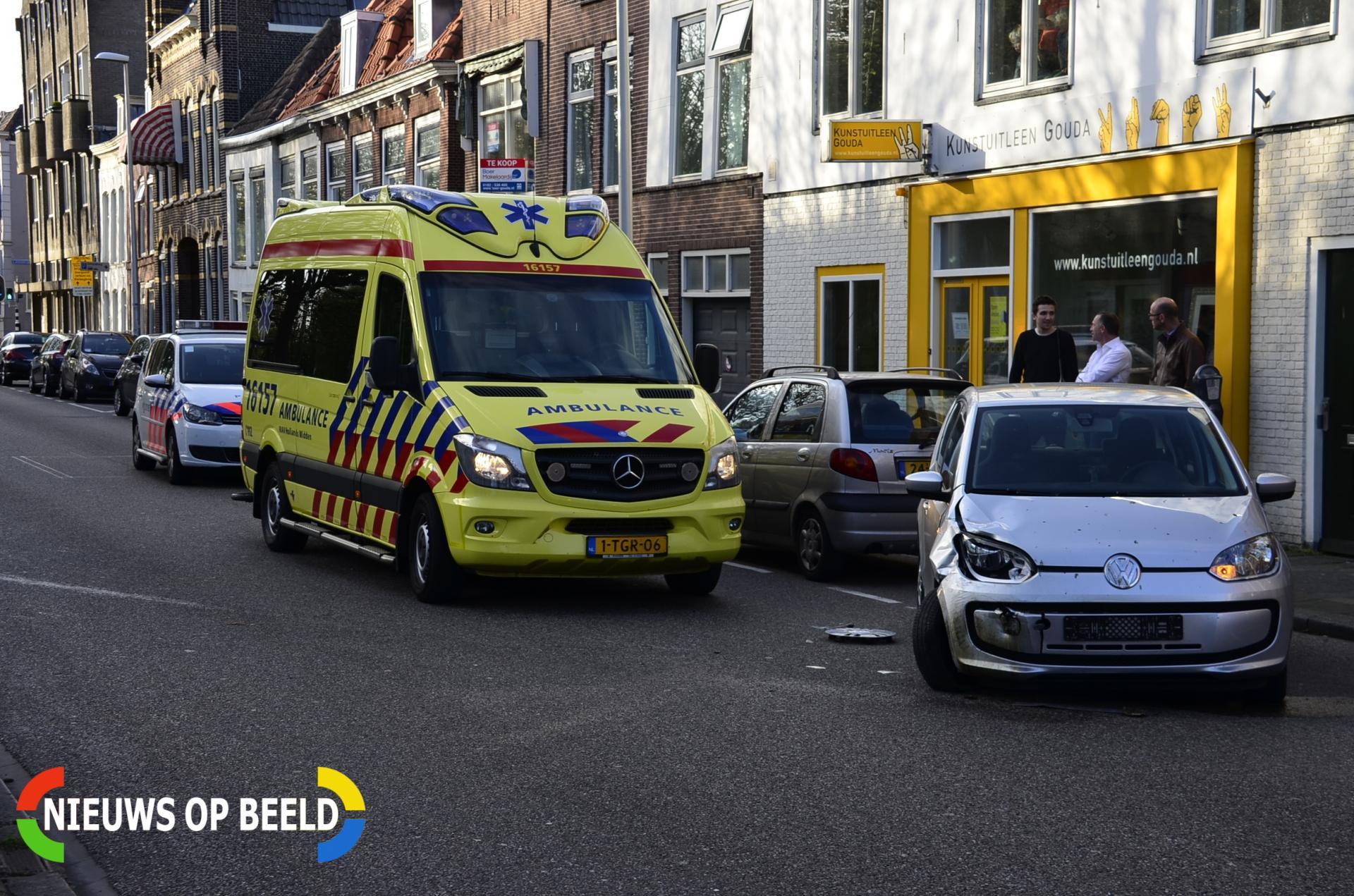 Motorrijder gewond na aanrijding met uitparkerende auto Blekerssingel Gouda