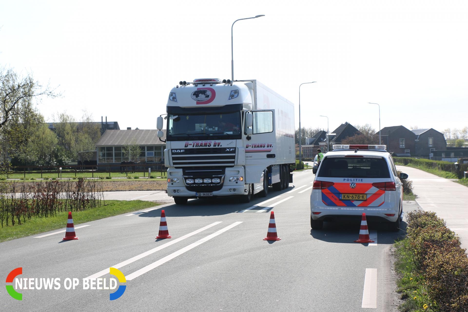 Scooterrijder knalt tegen achterkant vrachtwagen aan Jacoba van Beierenweg Voorhout