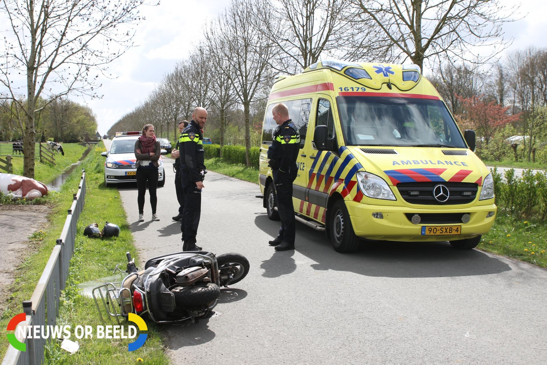Scooterrijder geschept door personenauto Hofdijklaan Leiderdorp