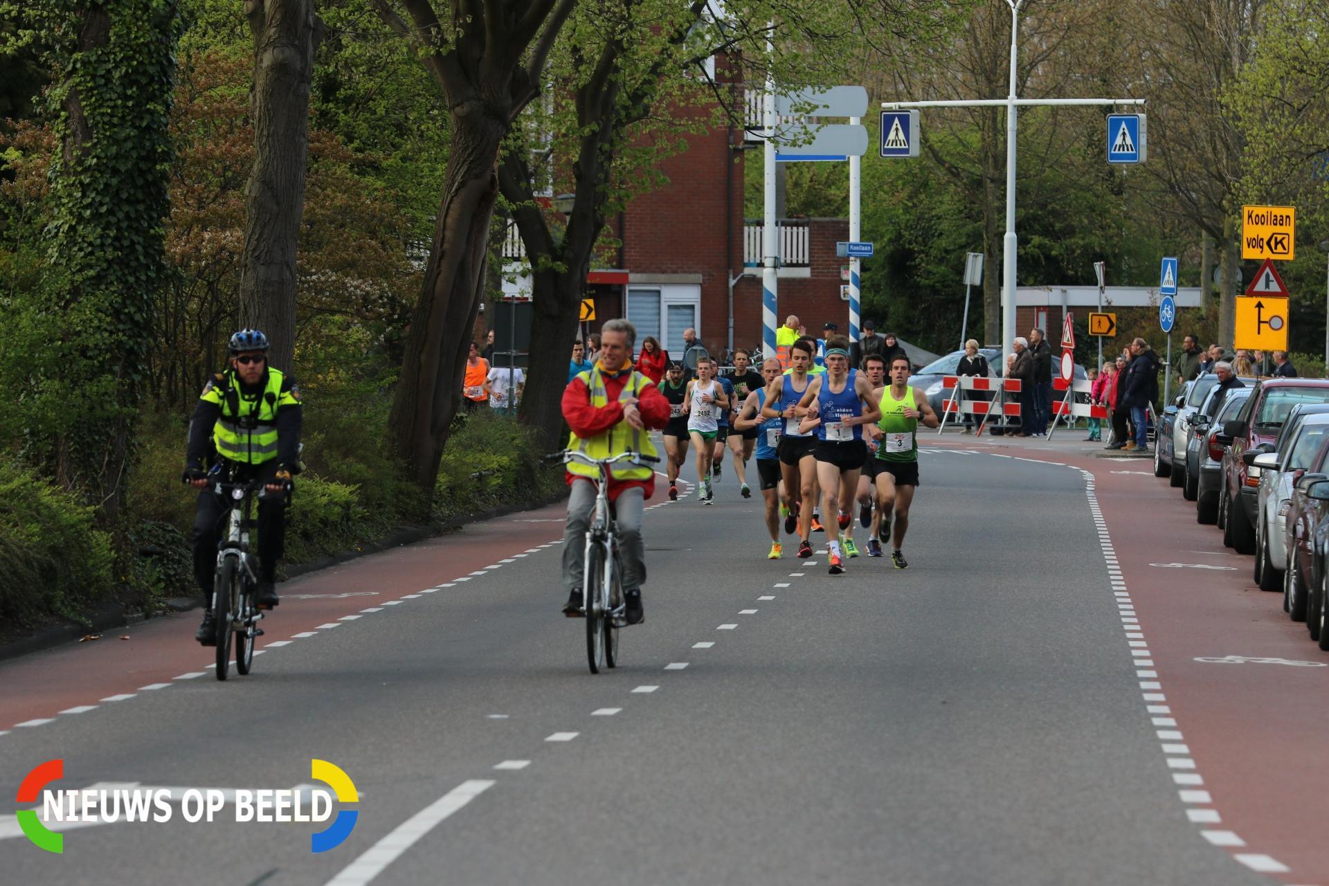 Davey klaassen geeft startschot singelloop Lammenschansweg Leiden