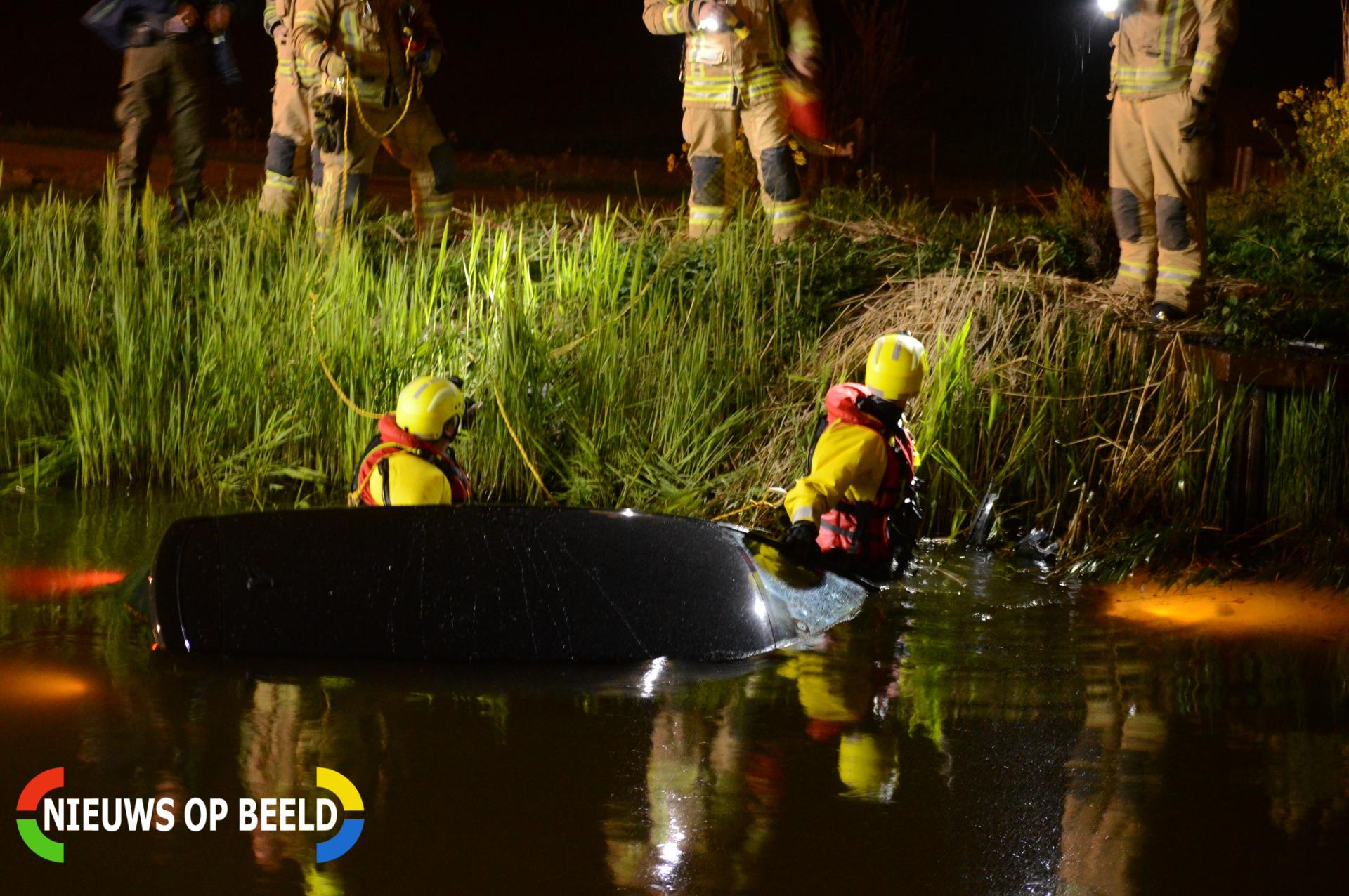 Personenauto vliegt uit de bocht en raakt te water Heulslootweg Bleiswijk