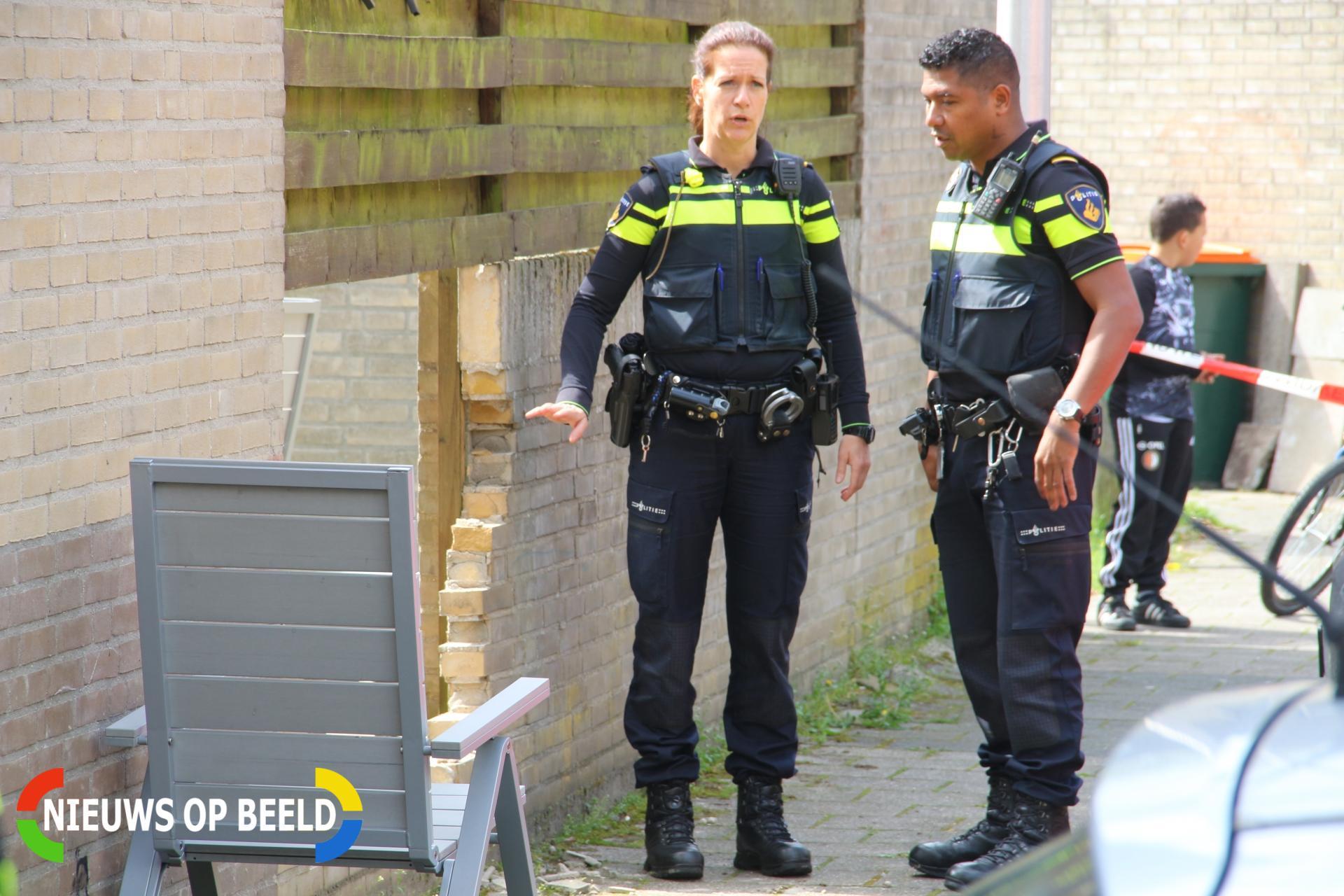 Auto rijdt door gevel; twee gewonden Praam Krimpen aan den IJssel