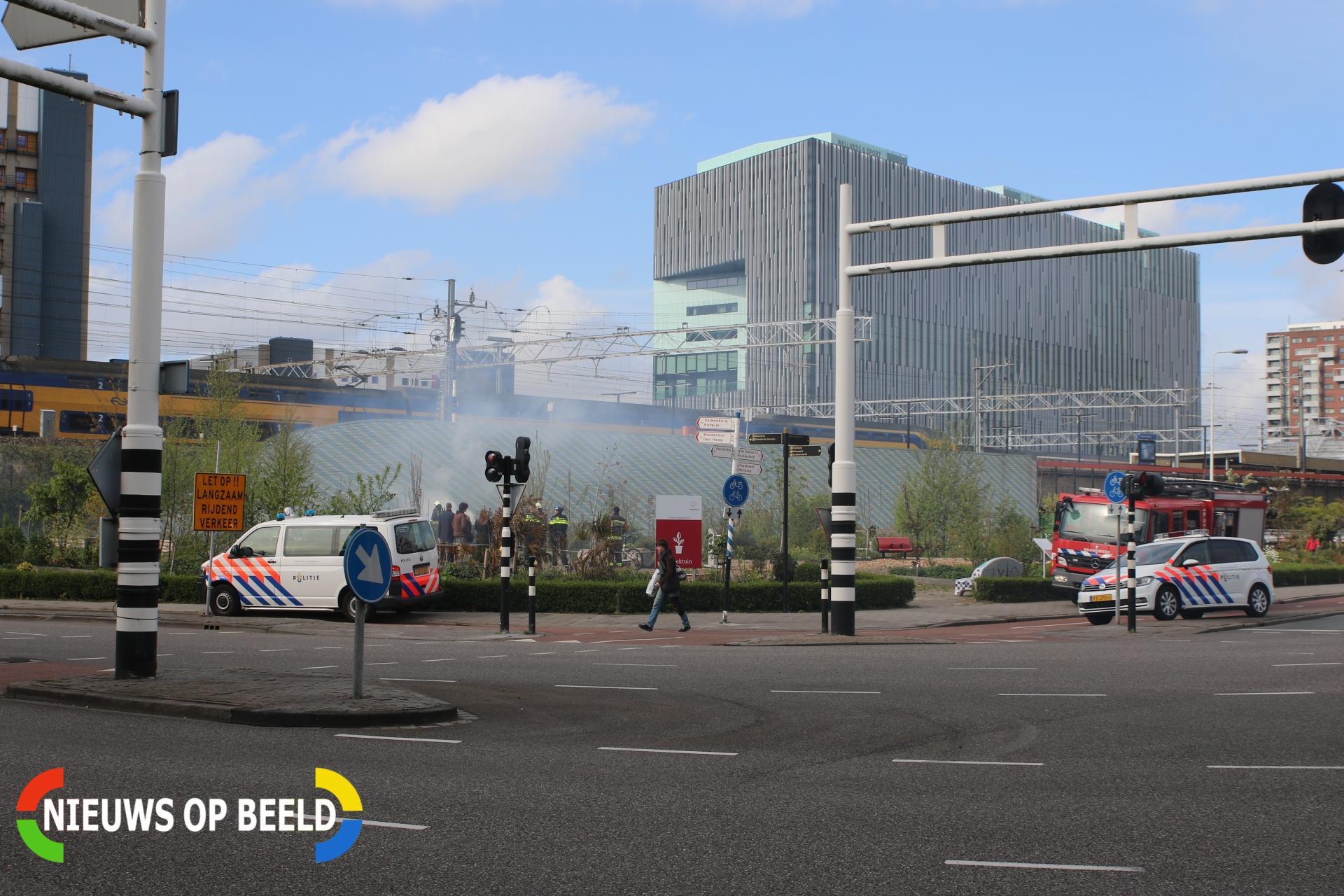Flinke rookontwikkeling bij buitenbrand in Kweektuin Singelpark Stationsplein Leiden