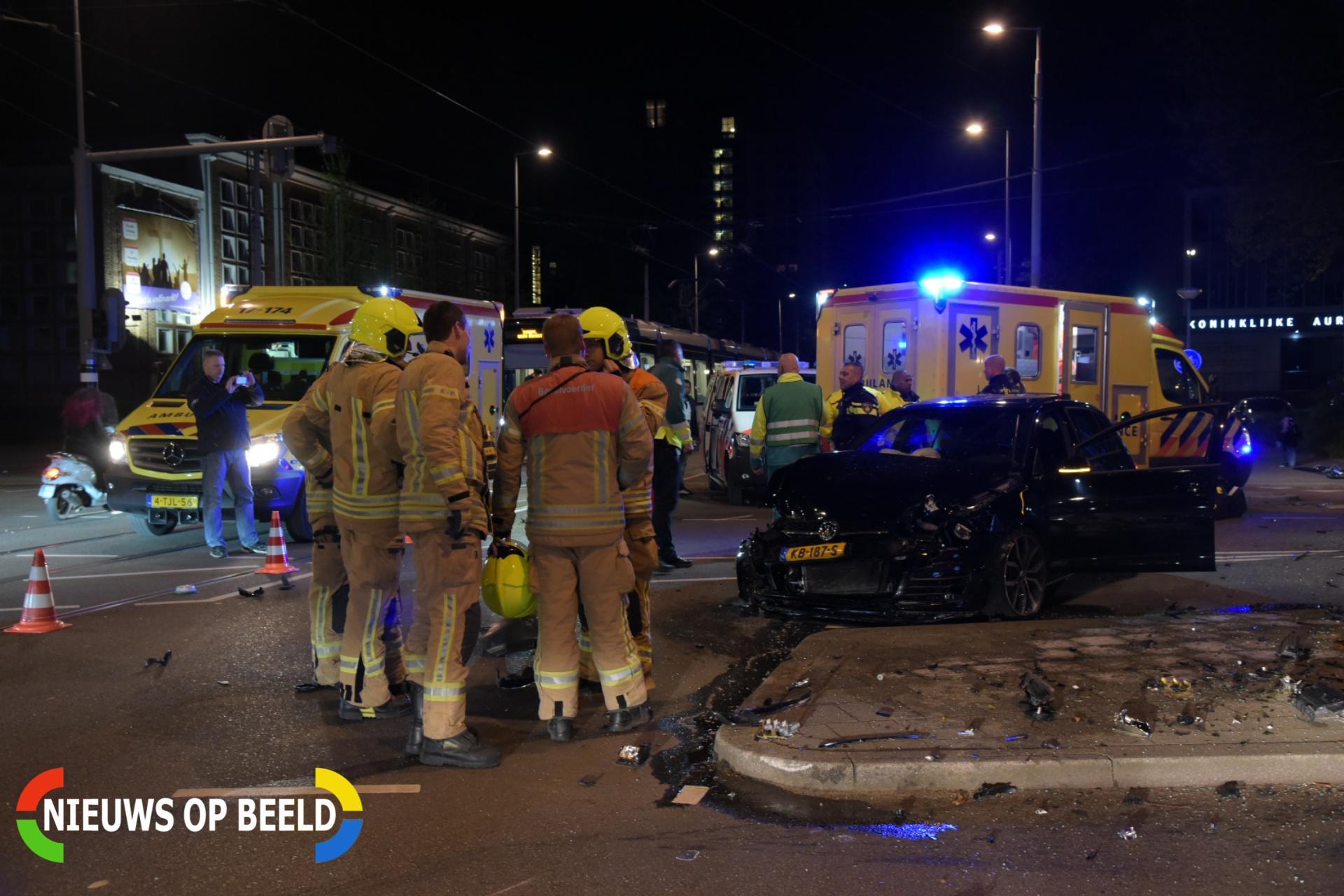 Twee gewonden en forse ravage na aanrijding Ammanplein Rotterdam