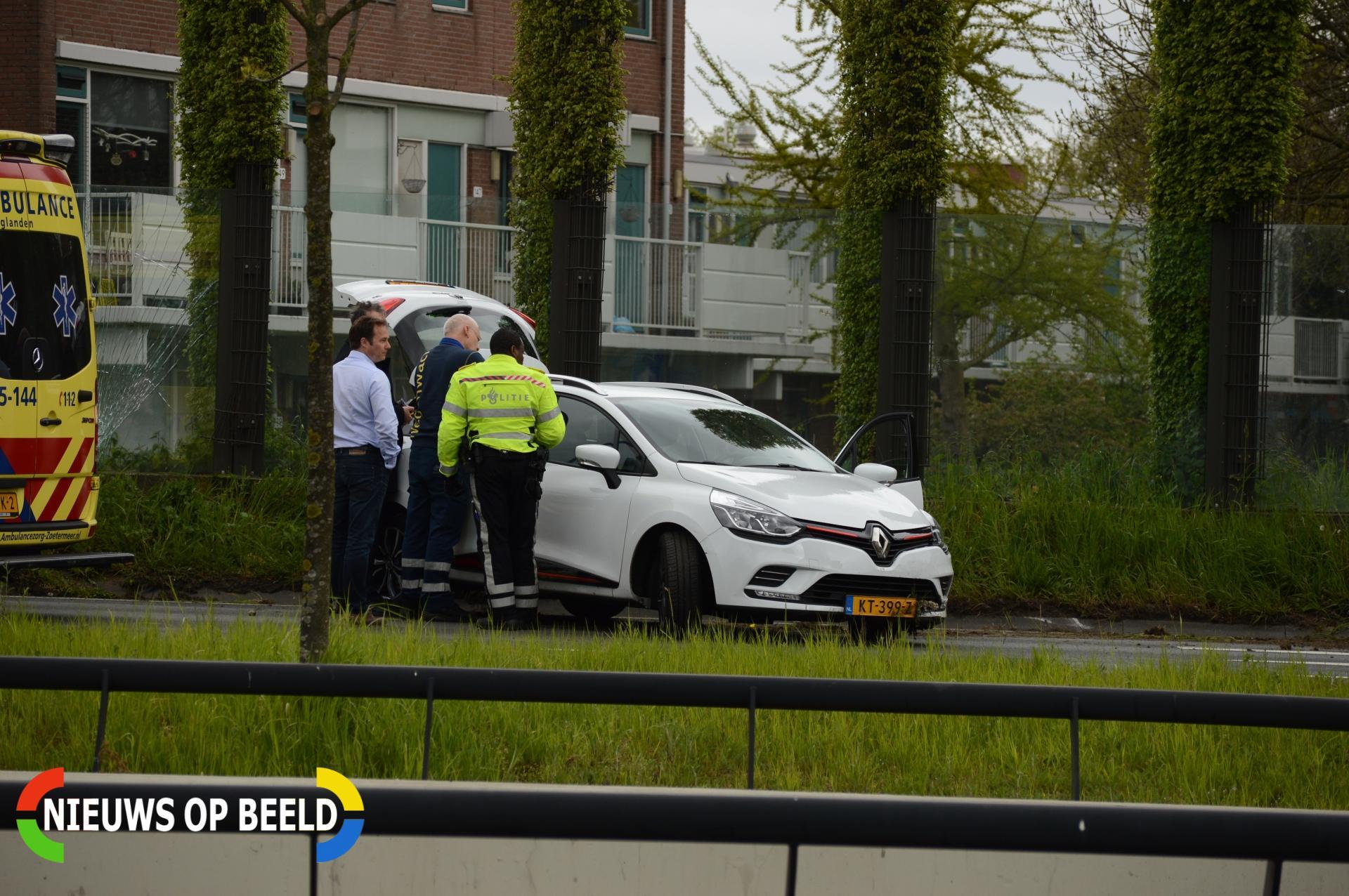 Flinke schade bij aanrijding tussen twee auto's Nederlandlaan Zoetermeer
