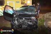 Automobilist botst tegen stenen Lindeweg Zwijndrecht