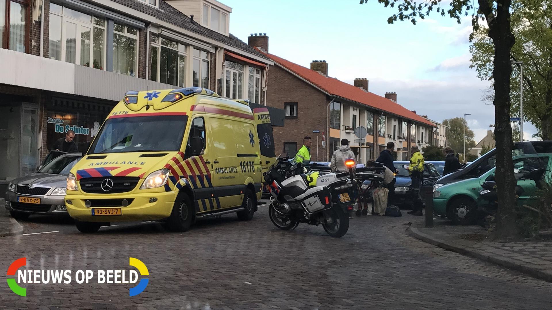 Scooterrijder komt ten val door inparkerende auto Splinterlaan Leiderdorp