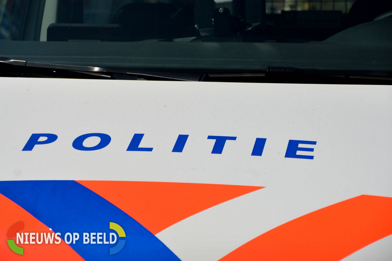 Groep van dertig personen springt uit vrachtauto op A2 bij Maastricht en vlucht