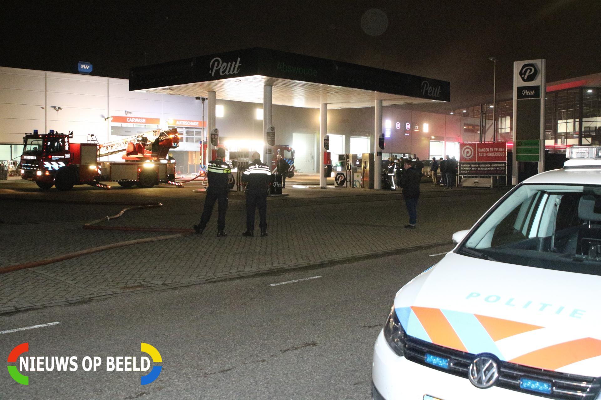 Forse rookontwikkeling bij brand autoschadebedrijf 's-Gravendijckseweg Noordwijk