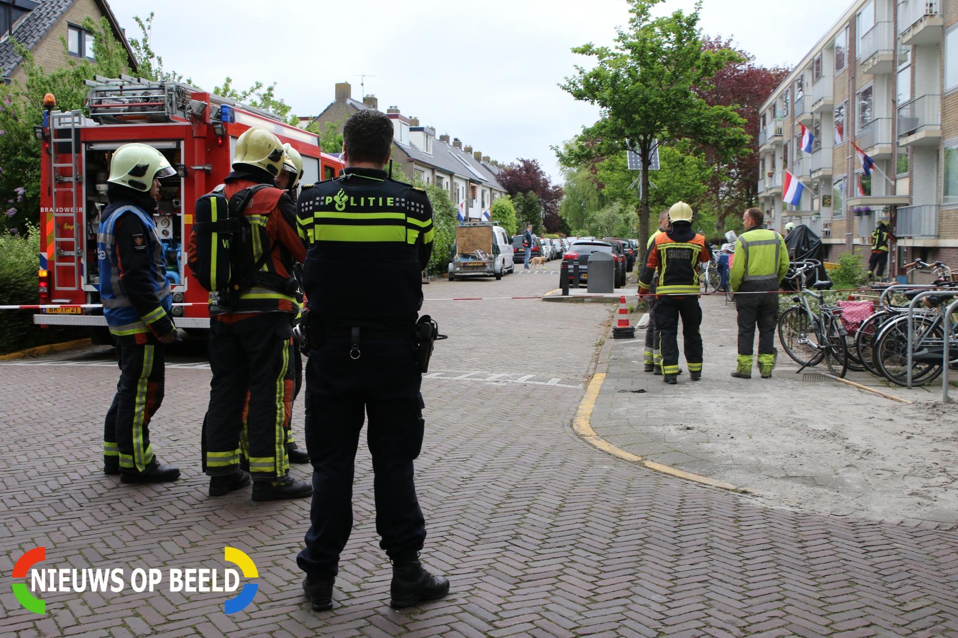 Flink gaslek bij portiek van meerdere woningen Julianastraat Leiderdorp