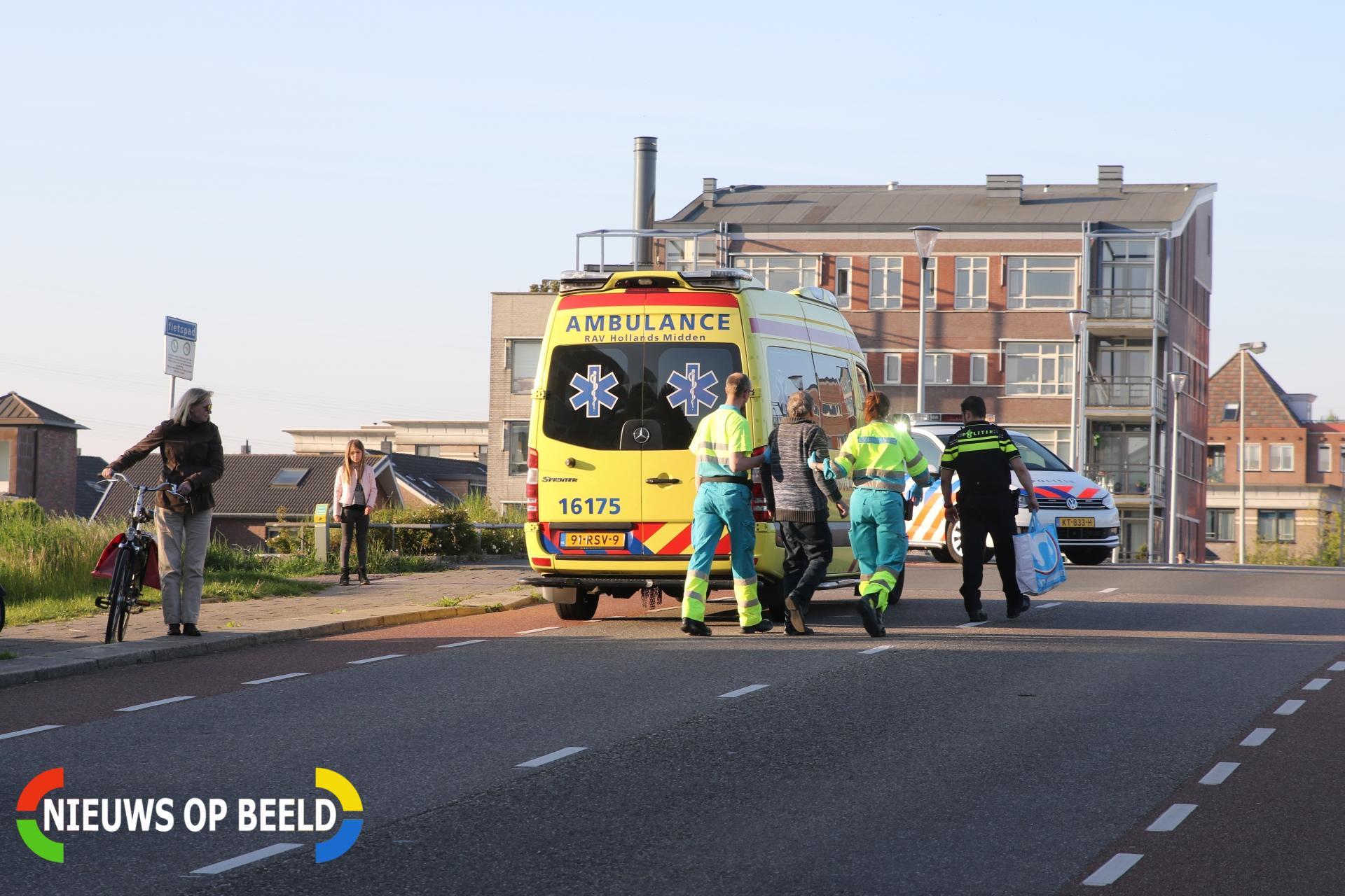 Omstanders helpen gevallen man Buitenhoflaan Leiderdorp