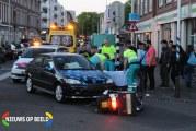 Bezorgscooter gewond na klap tegen auto Kempstraat Den Haag