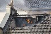 """Forse schade aan restaurant """"Het Witte Hof"""" na felle brand op dak Hoogstraat Haastrecht"""