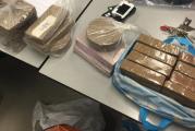 Vuurwapen, drugs en 8 aanhouding na succesvolle politieactie Rotterdam-Zuid