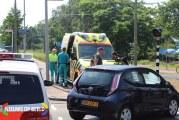 Bestuurder scooter door auto geschept op rotonde Melis Stokelaan Den Haag