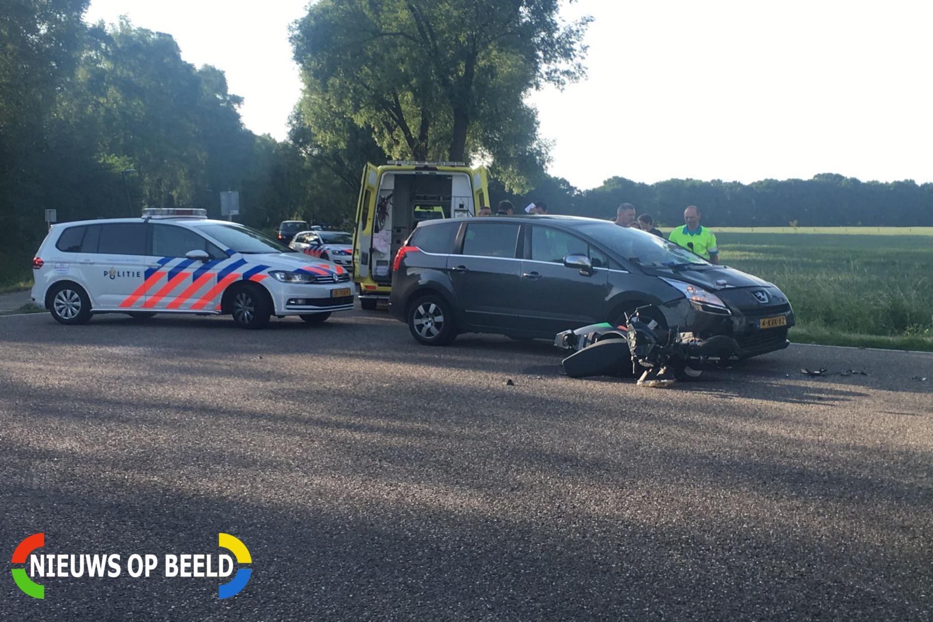 Gewonde na aanrijding tussen personenauto en scooter Kranenvenweg Ommel