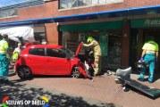 Auto rijdt tegen winkelruit/-pui Pearl Opticiens Kerkstraat Berkel en Rodenrijs
