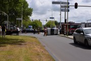 Auto op zijn kant na ongeval Goudse Poort Gouda