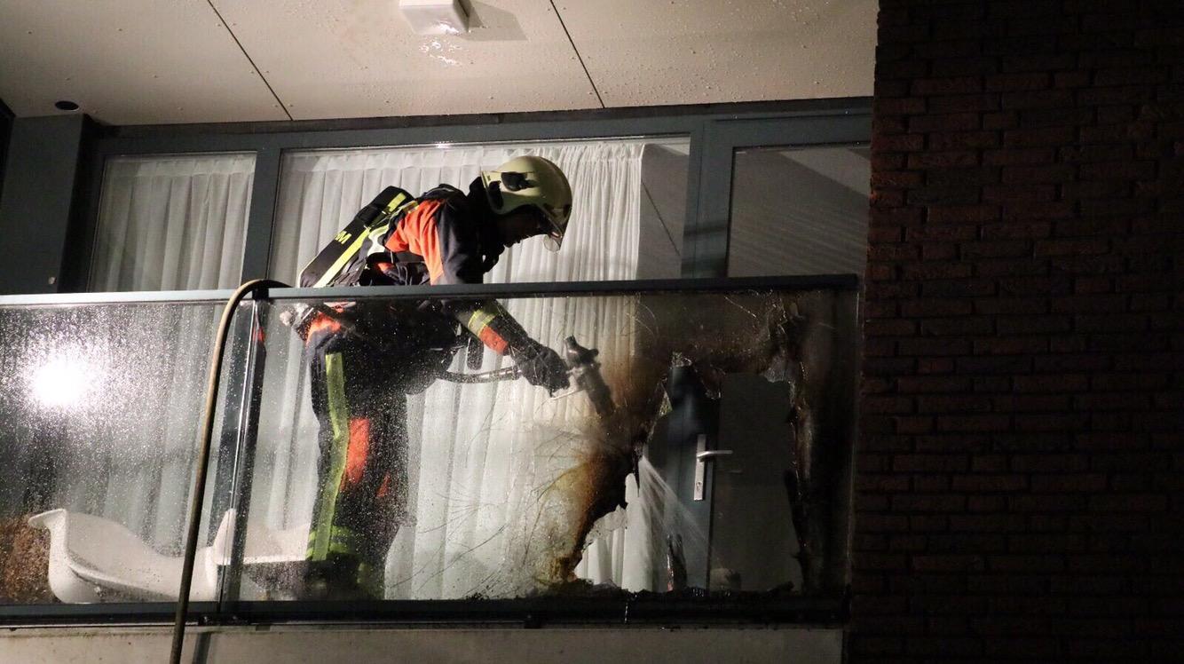 Brandweer rukt uit voor brand op het balkon Ronsseweg Gouda