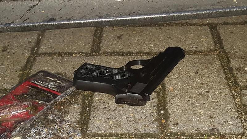Tieners met vuurwapen overvallen avondwinkel Vondelstraat Vlaardingen
