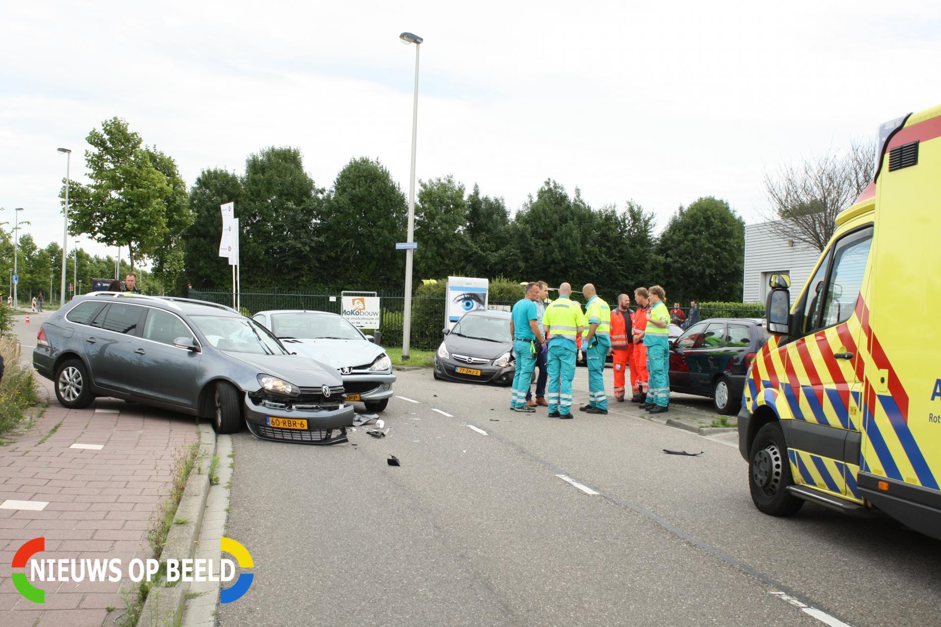 Flinke schade bij aanrijding tussen drie auto's Sporthoekpad Bergschenhoek