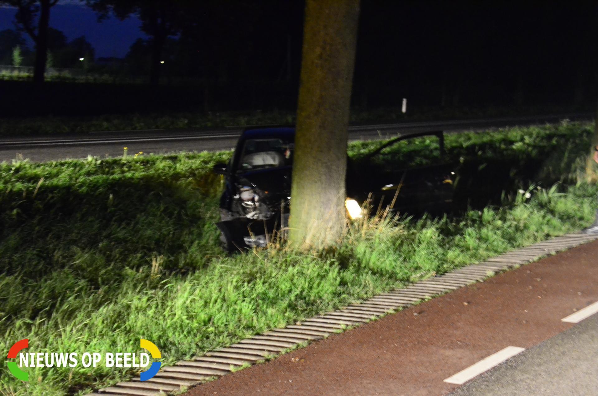 Auto botst op boom Beijerincklaan N453 Waddinxveen