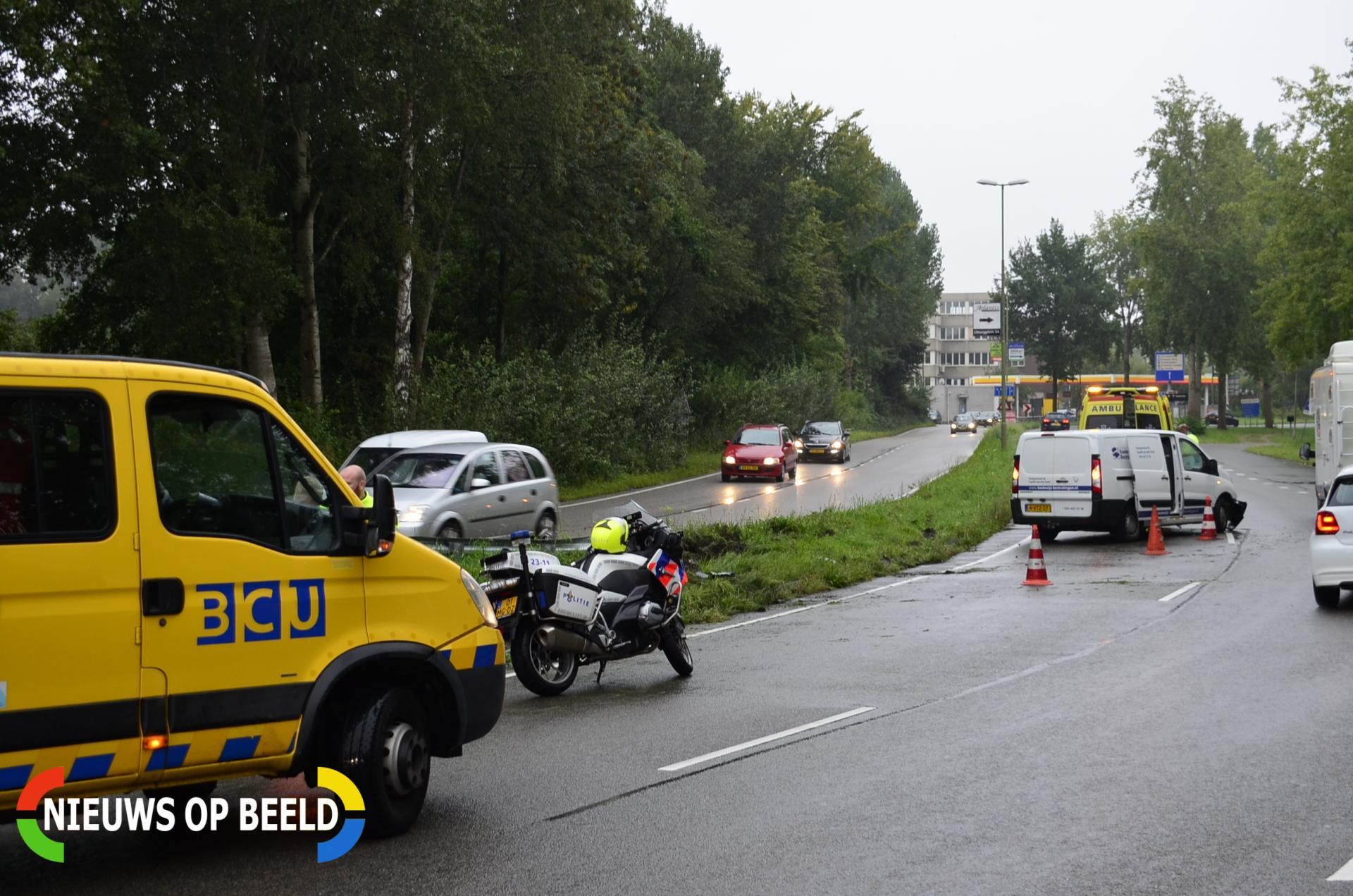 Bestelbus uit de bocht gevlogen, bestuurder raakt gewond Goudse Poort Gouda