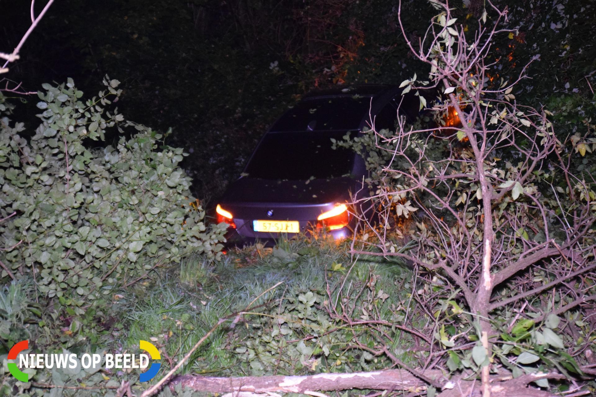 Auto vliegt uit de bocht en belandt in greppel Hogelanddreef Bergschenhoek