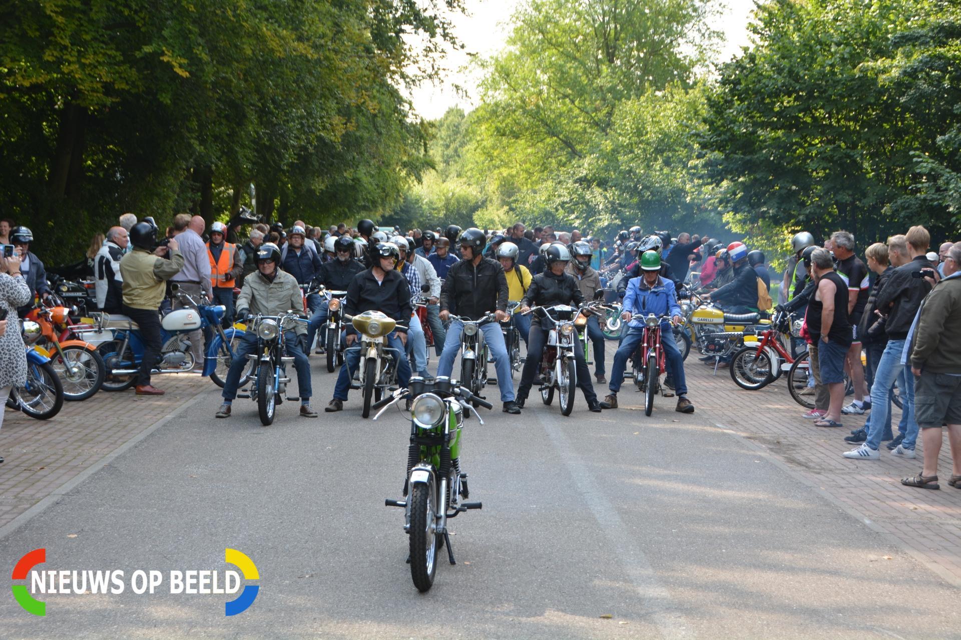 Bleiswijkse bromfiets oldtimerrit voor de 14e keer georganiseerd Kooilaan Bleiswijk