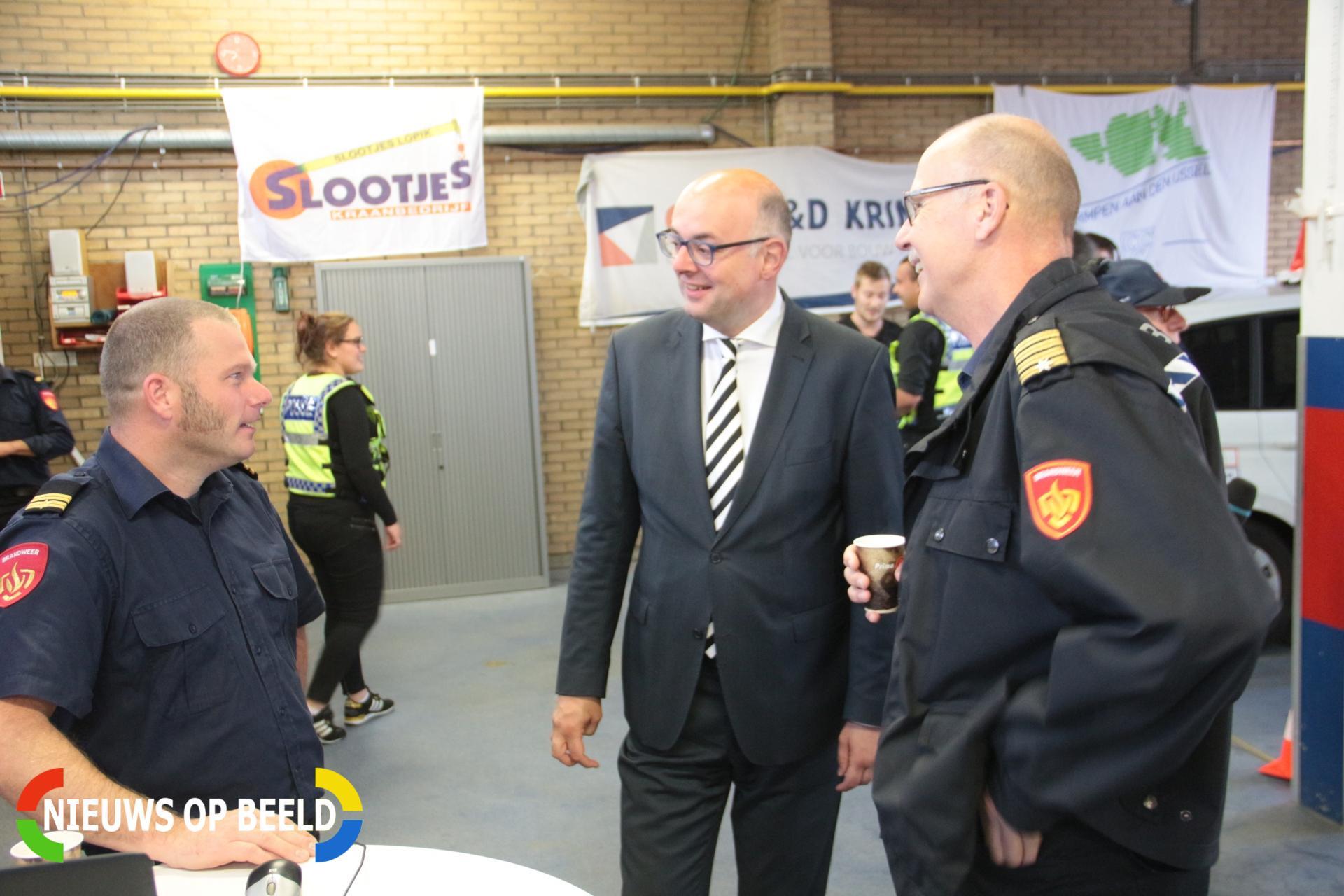 Brandweer haalt geld op tijdens open dag voor de Stichting Kinderen Kankervrij Nieuwe Tiendweg Krimpen aan den IJssel