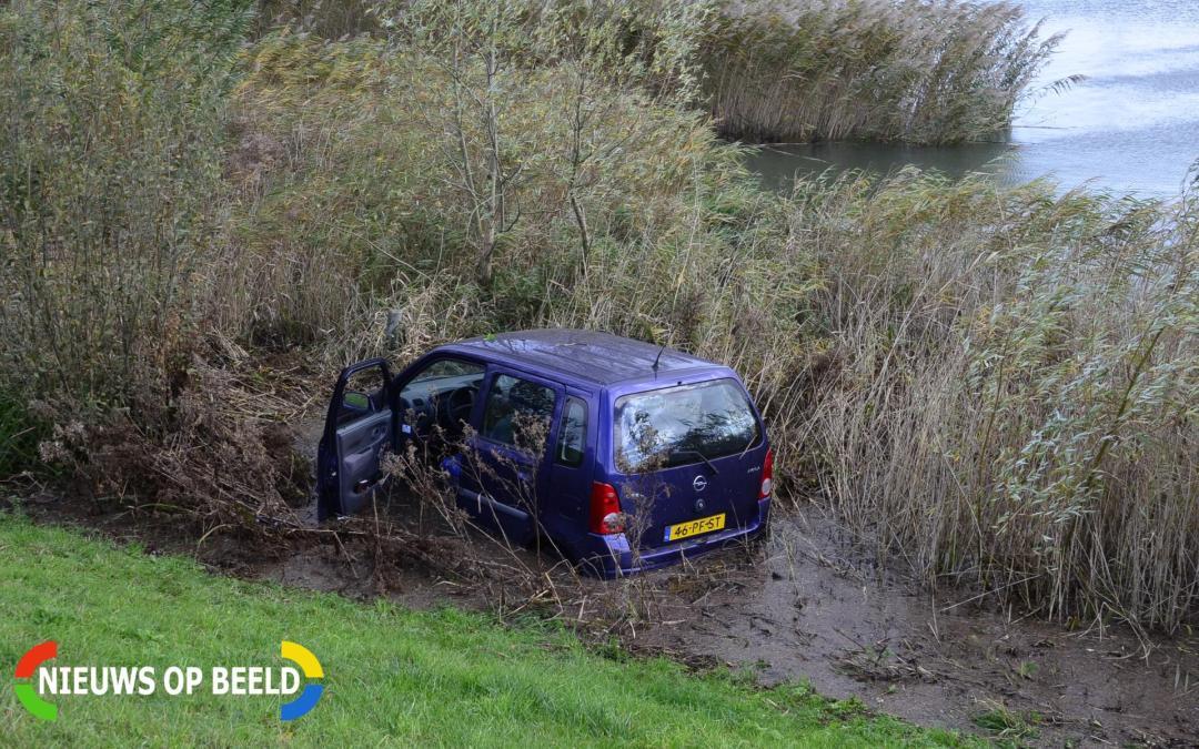 Lichtgewonde na auto te water Schuwacht Lekkerkerk