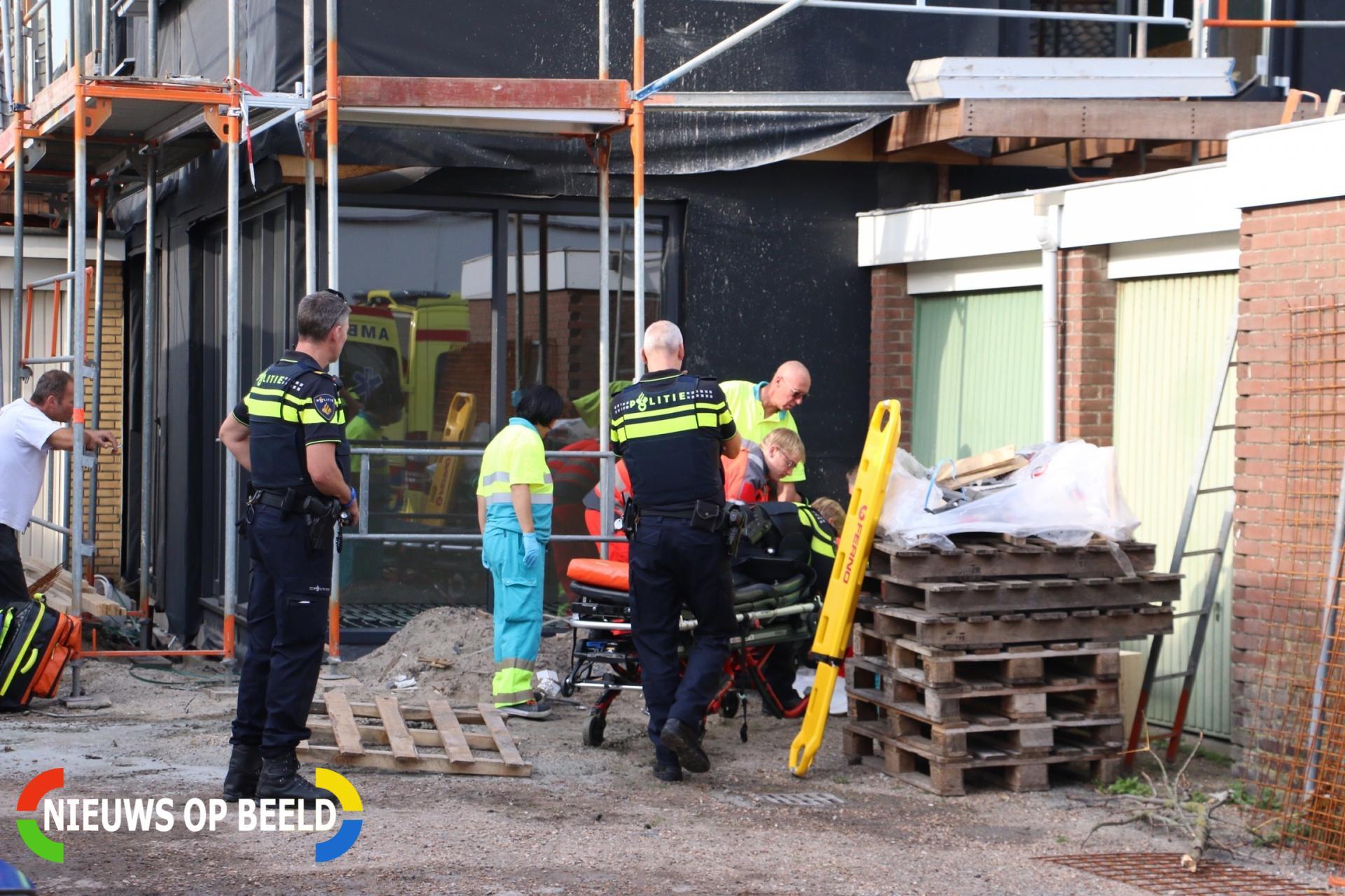 Bouwvakker valt van steiger Trompstraat Noordwijk