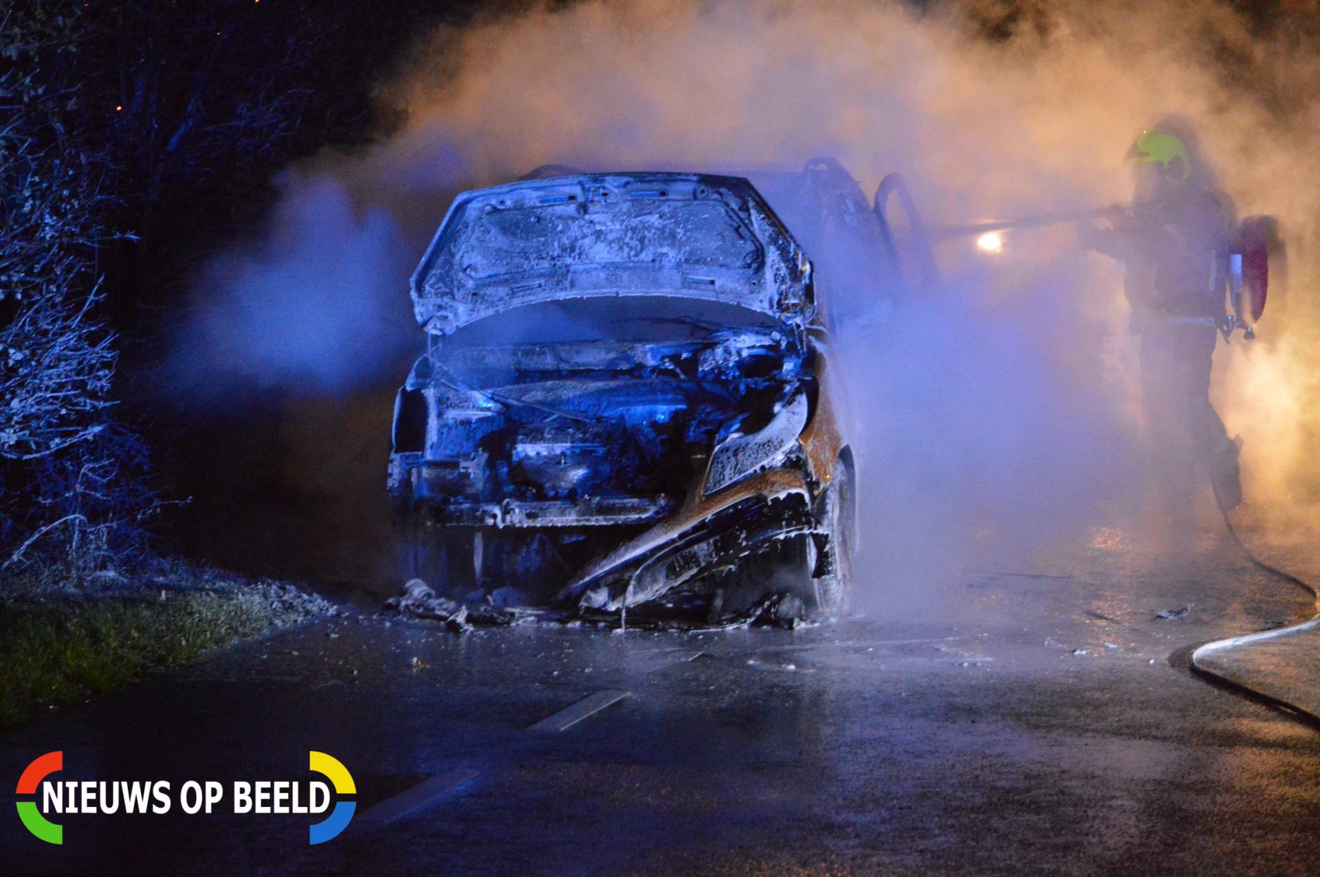 Auto verwoest door brand Leeuwenhoekweg Bergschenhoek