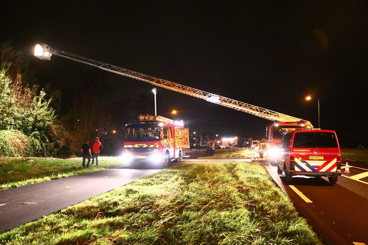 Felle brand in slooppand Noord Ringdijk Moordrecht