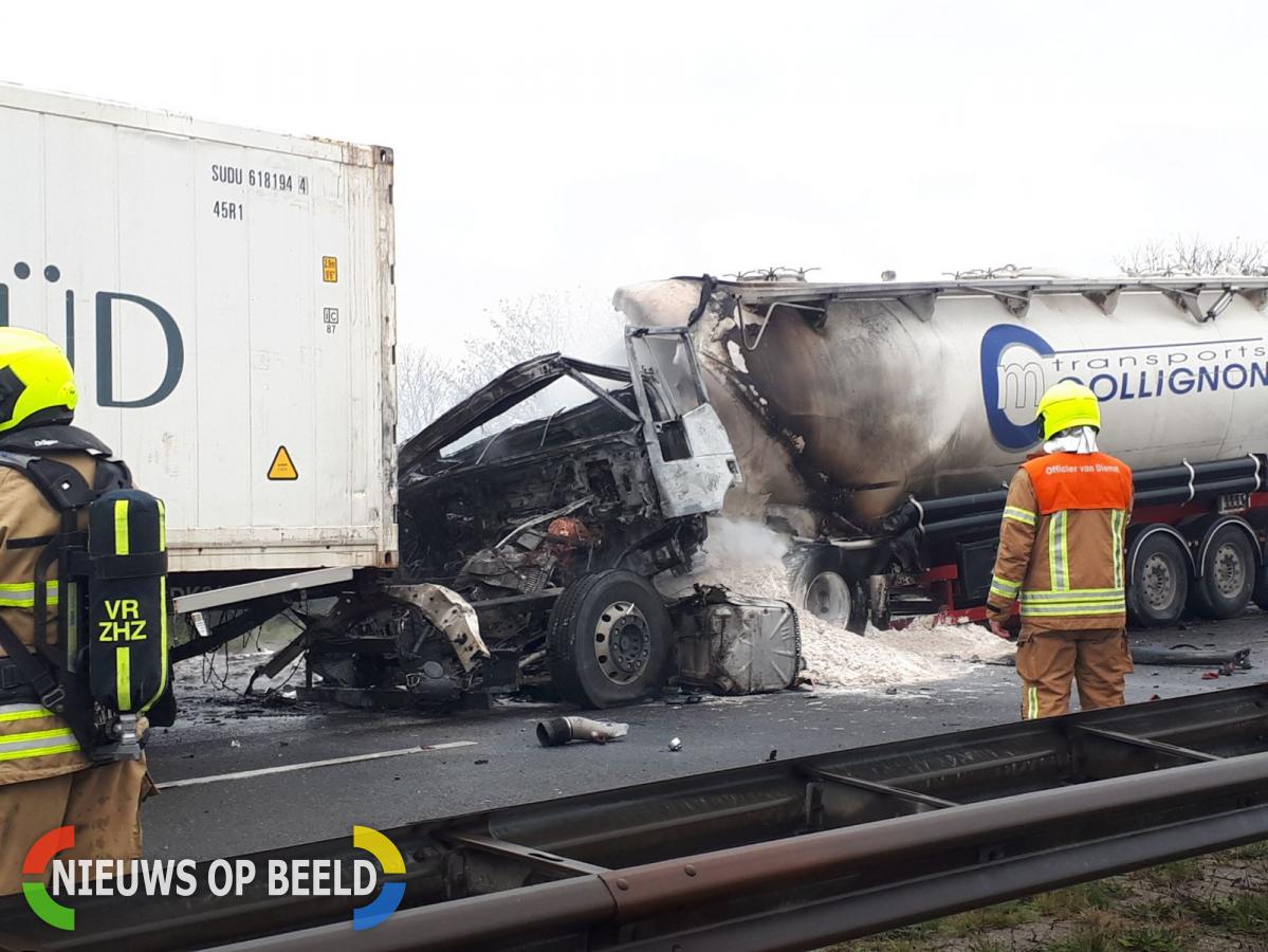 Dode na zeer ernstig ongeval met vrachtwagens A29 Hellegatsplein
