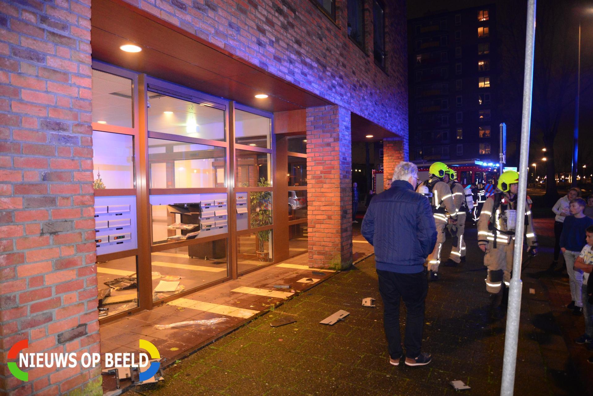Jeugd blaast brievenbussen uit portiek Charley Tooropsingel Rotterdam